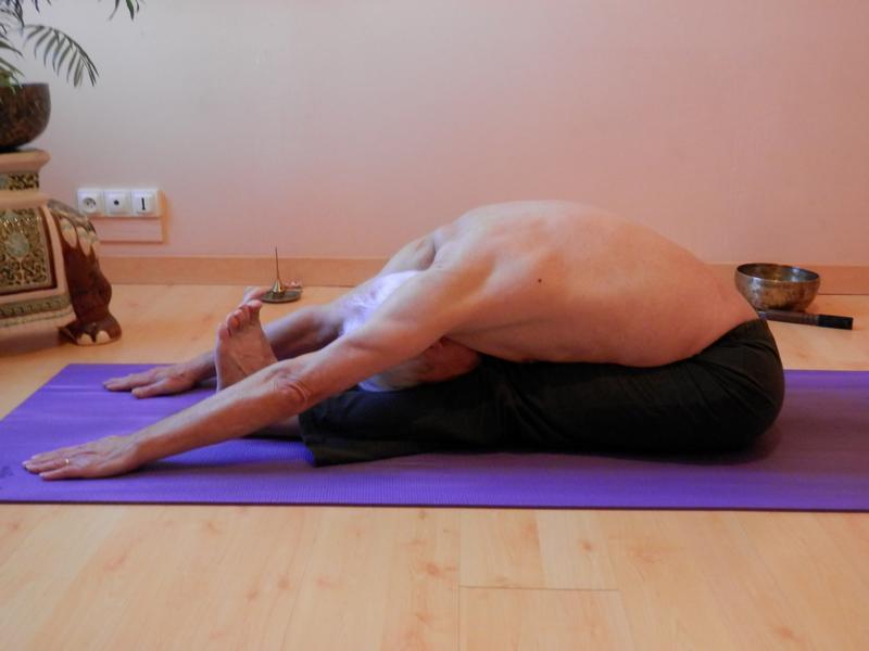 paschimottanasana � yoga equilibre harmonie